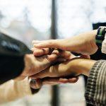 jak budować zaufanie w pracy
