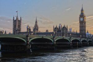 sprzedaż usług na rzecz konsumenta z Wielkiej Brytanii w 2021